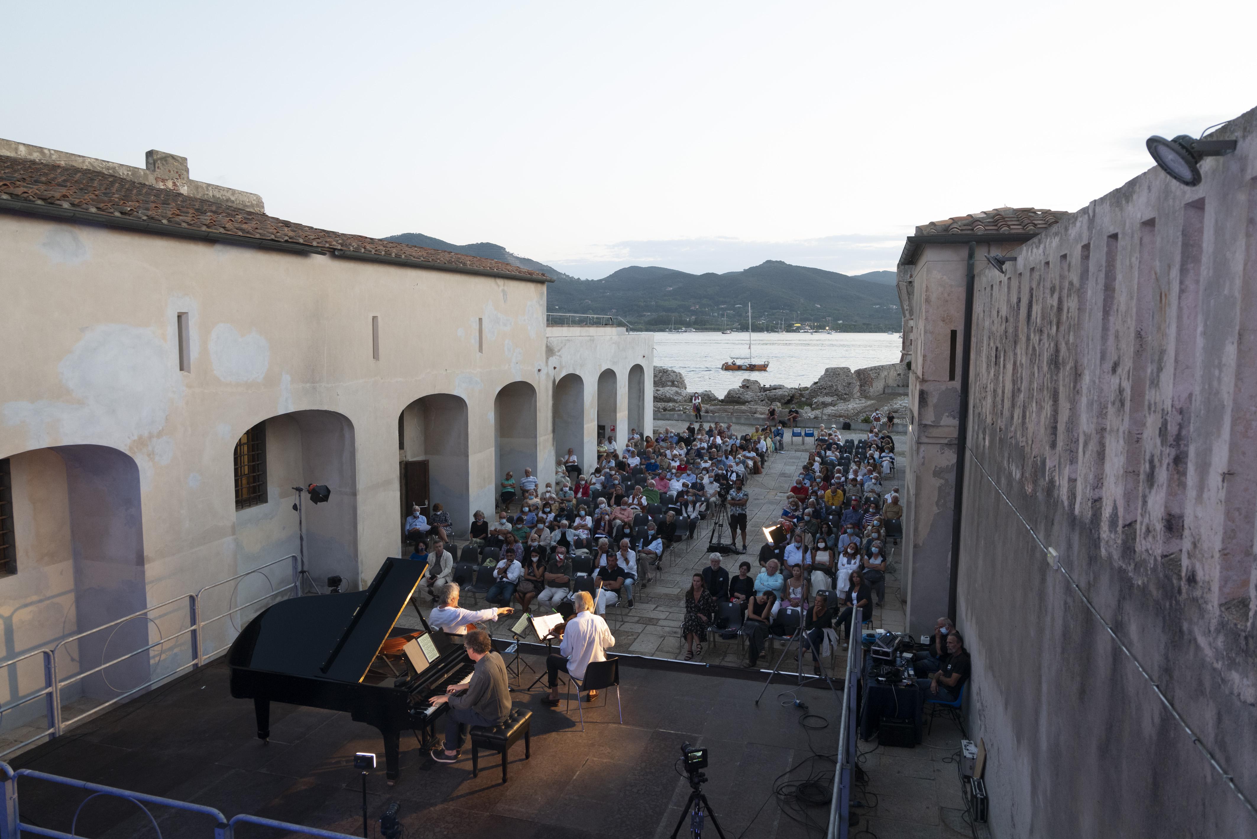 immagine progetto 'ELBA ISOLA MUSICALE D'EUROPA - XXV Festival Internazionale.'